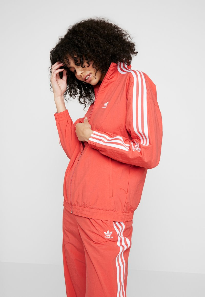 adidas Originals - ADICOLOR SPORT INSPIRED NYLON JACKET - Veste coupe-vent - trace scarlet/white