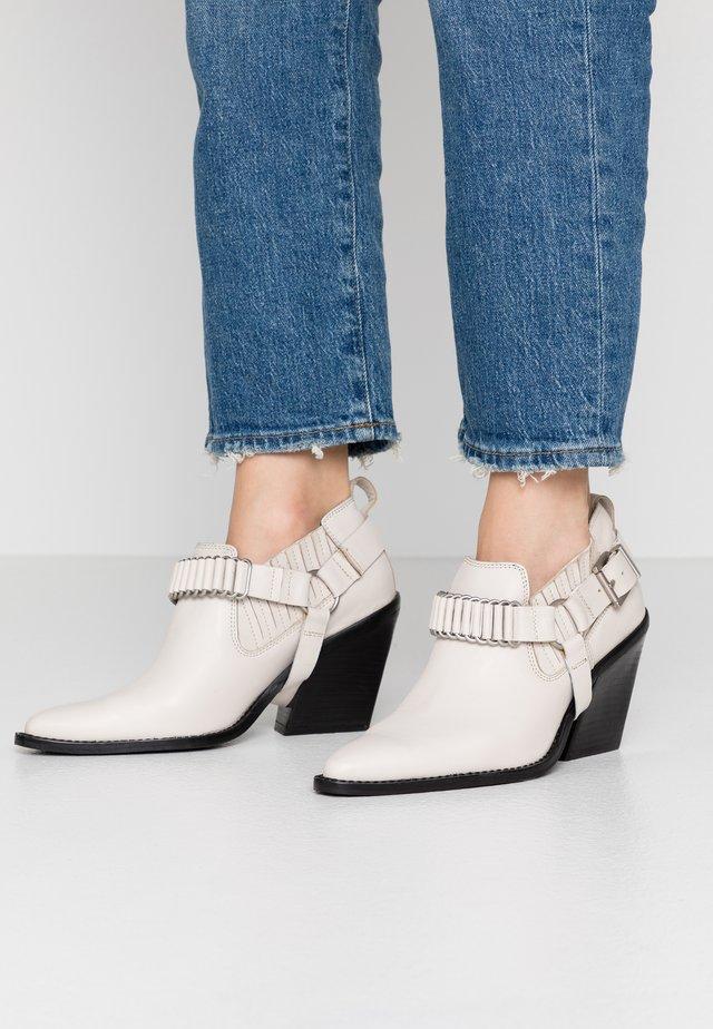 NEW KOLE - Kotníková obuv na vysokém podpatku - offwhite