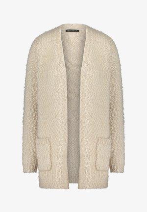 WINTER-STRICKJACKE MIT AUFGESETZTEN TASCHEN - Cardigan - beige