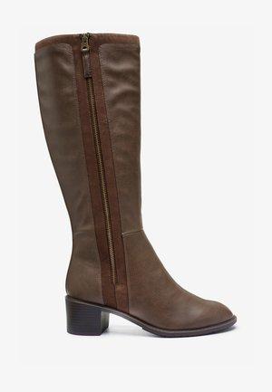 FOREVER COMFORT® - Vysoká obuv - brown