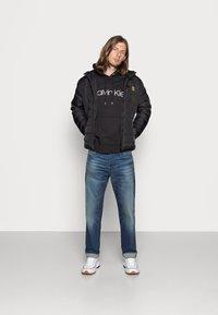 Calvin Klein - LOGO HOODIE - Sweat à capuche - black - 1