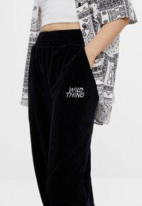 Bershka - Teplákové kalhoty - black - 3