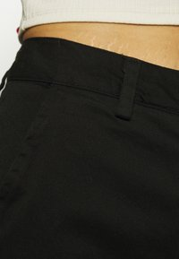 Who What Wear - CAPRI PANT - Shorts - black - 5
