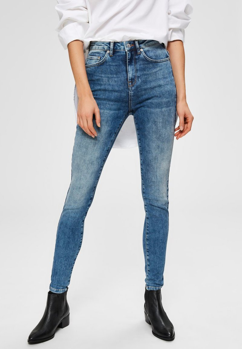 Selected Femme - SKINNY FIT JEANS HIGH WAIST - Jeans Skinny Fit - medium blue denim