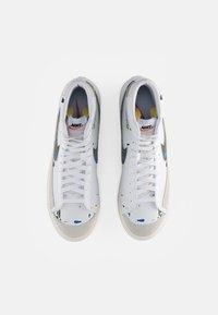 Nike Sportswear - BLAZER MID - Zapatillas altas - white/black-white-sail-black-team orange - 3