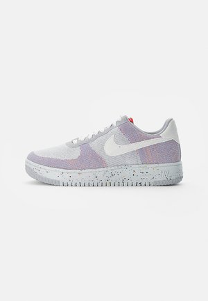 NIKE CRATER - Sneakersy niskie - wolf grey/white-pure platinum-gym red