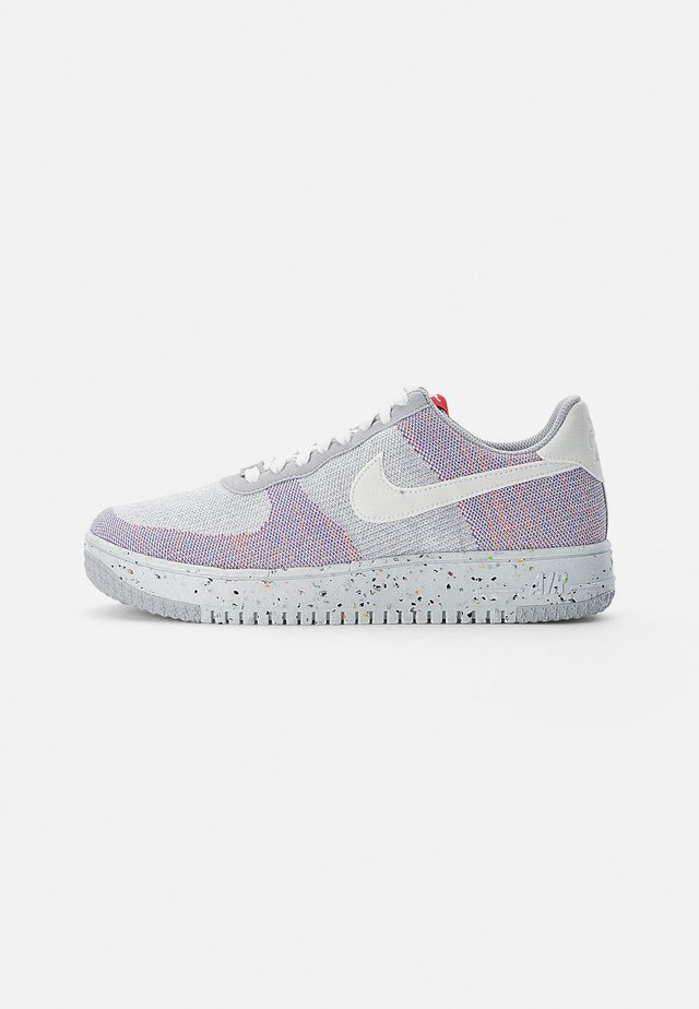 NIKE CRATER - Trainers - wolf grey/white-pure platinum-gym red