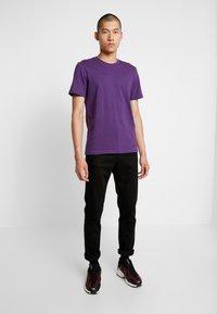 Nudie Jeans - STEADY EDDIE - Straight leg jeans - dry ever black - 1