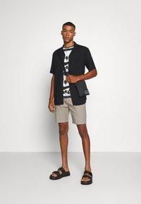 Anerkjendt - Shorts - brindle - 1