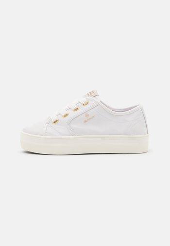 LEISHA  - Zapatillas - white