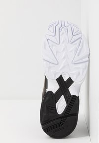 adidas Originals - Sneakersy niskie - core black/footwear white/mystery ruby - 6