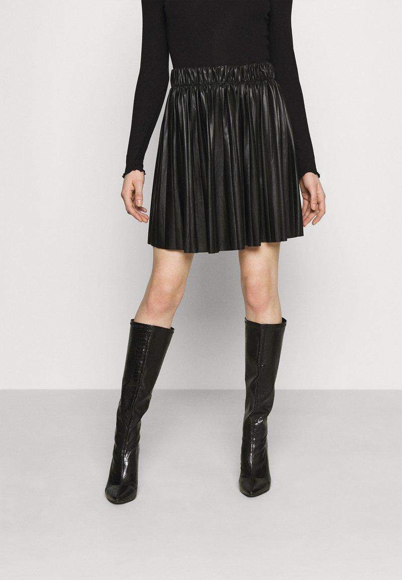 ONLY - ONLANINA COATED SKIRT - Jupe trapèze - black