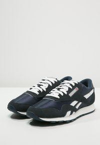 Reebok Classic - CLASSIC NYLON BREATHABLE LIGHTWEIGHT SHOES - Sneaker low - team navy/platinum - 3