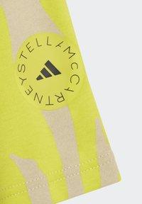 adidas by Stella McCartney - TEE - Triko spotiskem - yellow - 5