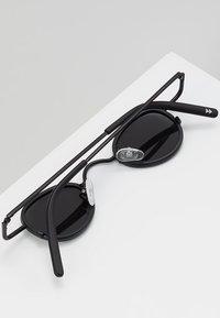 Sunheroes - Sluneční brýle - matt black /smoke - 5