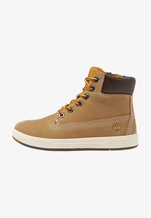 DAVIS SQUARE 6 INCH - Sneakers hoog - wheat