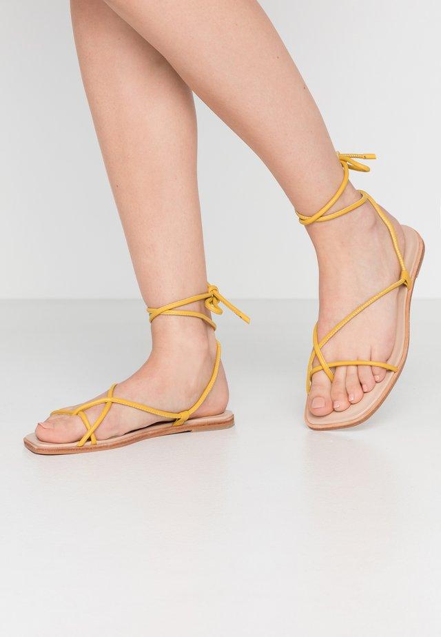 OITA - Sandalias de dedo - yellow