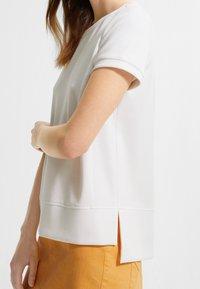 comma casual identity - Basic T-shirt - white - 3