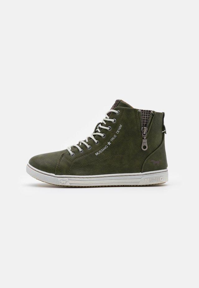 Sneaker high - dunkelgrün