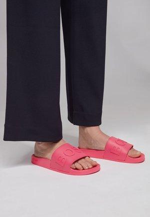 BAY_SLID_RBLG - Pool slides - pink