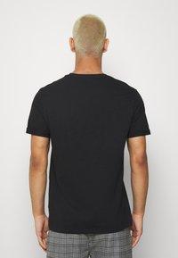 Burton Menswear London - 3 PACK - T-shirt - bas - black - 2