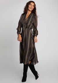 Morgan - MIDI A-LINE WITH CHAIN PRINT - Day dress - black - 0