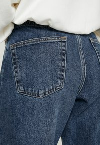 Topshop Petite - TOKYO MOM - Jeans Relaxed Fit - blue denim - 3