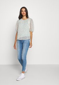 JDY - JDYNELLY PUFF  - Blouse - blue haze - 1