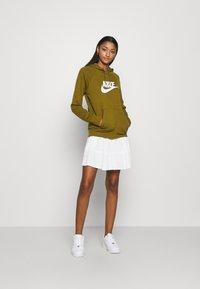 Nike Sportswear - HOODIE - Sweat à capuche - olive flak - 1