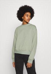 Weekday - AMAZE  - Sweatshirt - sage green - 0