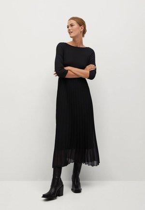 PLISSÉE - Robe longue - noir