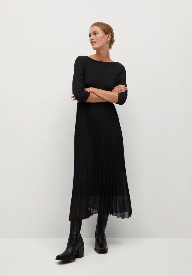 PLISSÉE - Maxi dress - noir