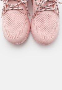 Calvin Klein Jeans - RONETTE - Zapatillas - crystal pink/silver - 5