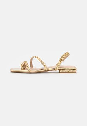 BRENDA - Sandály s odděleným palcem - gold