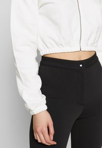 Nly by Nelly - CROPPED ZIP HOODIE - Zip-up hoodie - white - 5