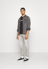 G-Star - ALUM RELAXED TAPERED - Relaxed fit jeans - sato black denim/sun faded ripped pewter grey - 1