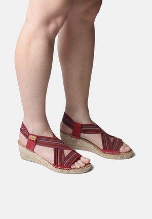 TEIA - Wedge sandals - bordeaux