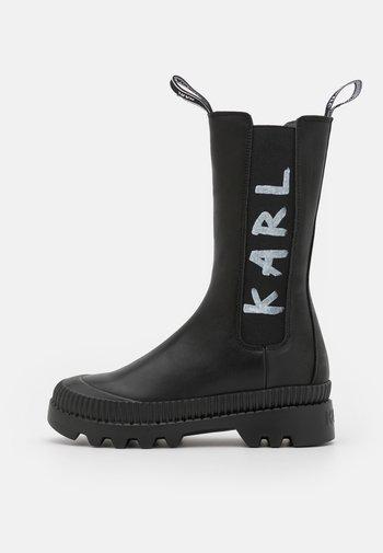 TREKKA BRUSH LOGO GORE MIDI BOOT - Platform boots - black