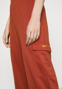 Nike Sportswear - W NSW SWSH - Trousers - firewood orange - 5