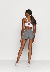 Nike Performance - 10K SHORT - Short de sport - gunsmoke/atmosphere grey/vast grey/wolf grey - 2