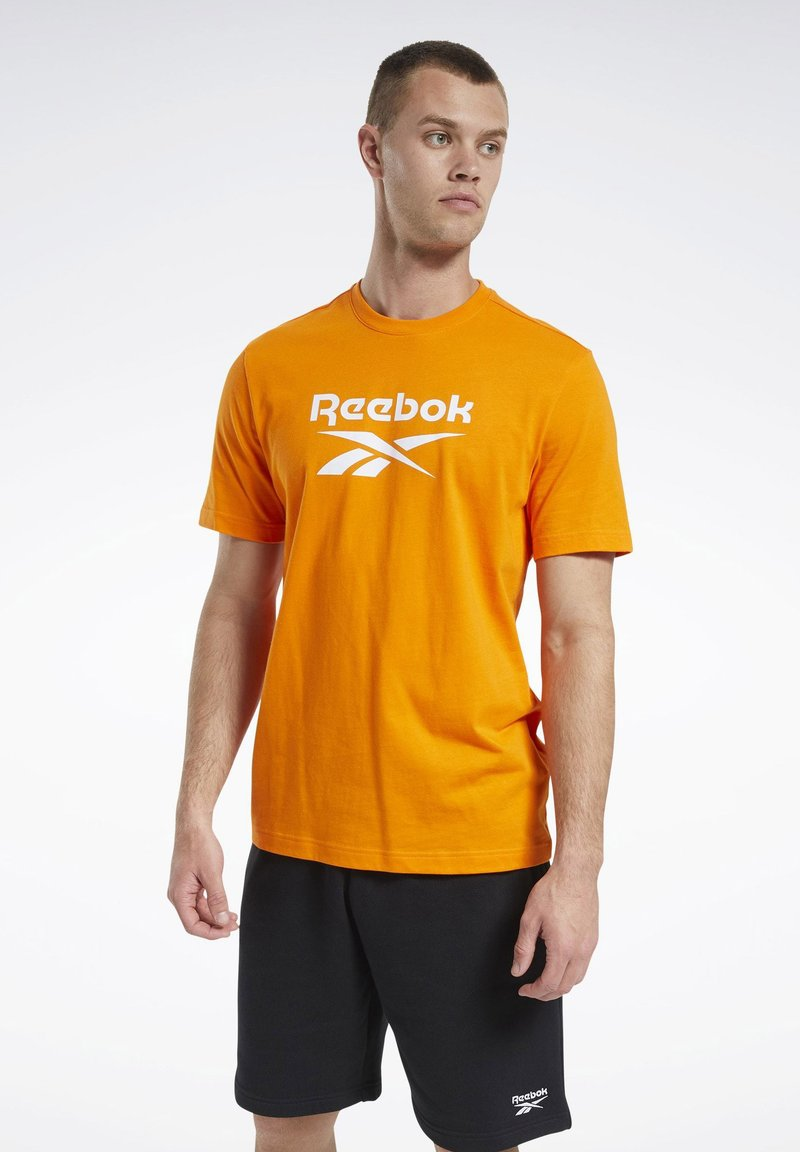 Reebok Classic - CLASSICS VECTOR T-SHIRT - Print T-shirt - orange