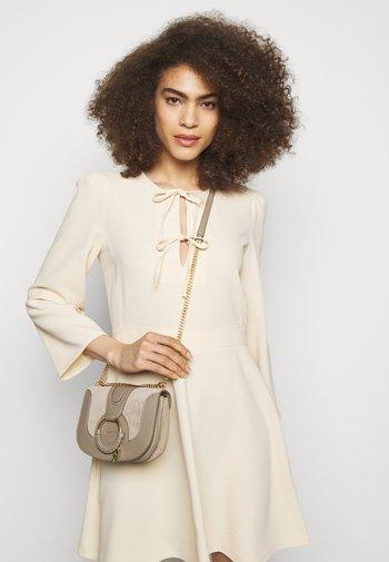 Hana evenning bag - Handbag - motty grey