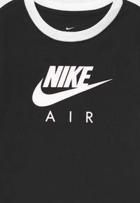 Nike Sportswear - RINGER TEE - Camiseta estampada - black/white - 2