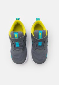 Nike Performance - REVOLUTION 5 UNISEX - Zapatillas de running neutras - smoke grey/chlorine blue/high voltage/white - 3