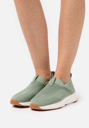 LOLETA - Nazouvací boty - khaki