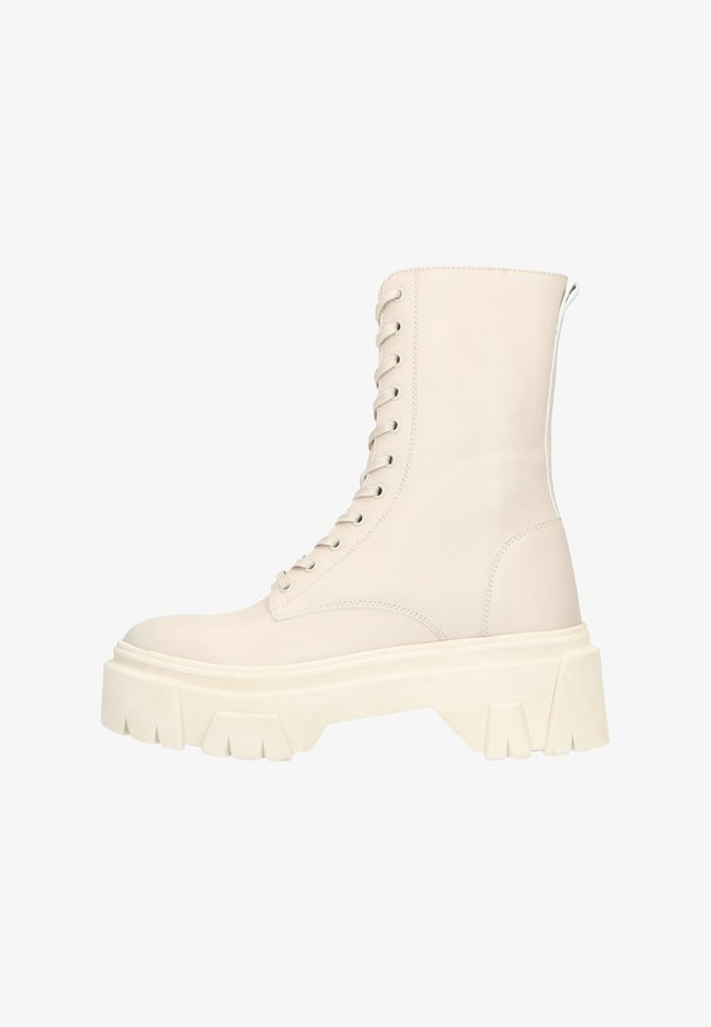 MIT PLATEAUSOHLE - Platform ankle boots - off-white