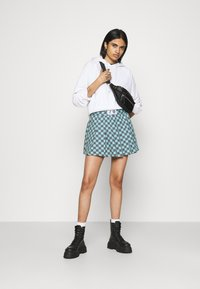 NEW girl ORDER - CHECKERBOARD SKIRT - Plisséskjørt - black/green - 1