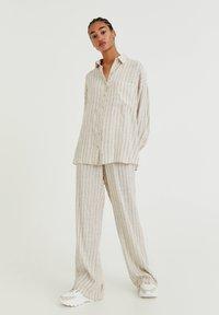 PULL&BEAR - Button-down blouse - mottled beige - 1
