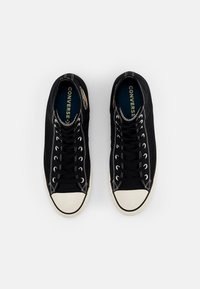 Converse - CHUCK TAYLOR ALL STAR NATIONAL PARKS - Korkeavartiset tennarit - black/egret/black - 3