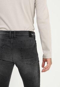 Pepe Jeans - FINSBURY - Jeans Skinny Fit - black denim - 5
